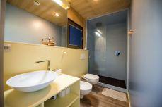 BIG-BERRY-bathroom-space