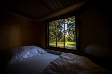 BIG-BERRY-interior-bed-and-window