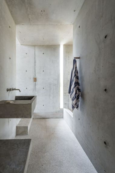 Casa-Tiny-concrete-bathroom-Airbnb-Oaxaca-Mexico-architect-Aranza-de-Ariño-Camila-Cossio-photo-6