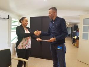 2Su Aid en Staatsolie  tekenen sponsorovereenkomst2