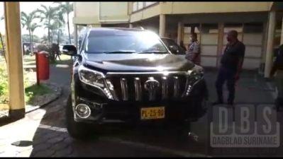 Foto: De Prado waarin OW-minister Riad Nurmohamed op zijn eerste werkdag bij het ministerie werd gesignaleerd.