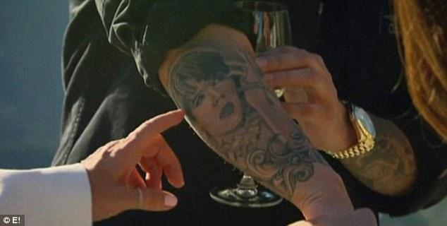 Rob Kardashian Shows Off New Kris Jenner Tattoo (PICS)