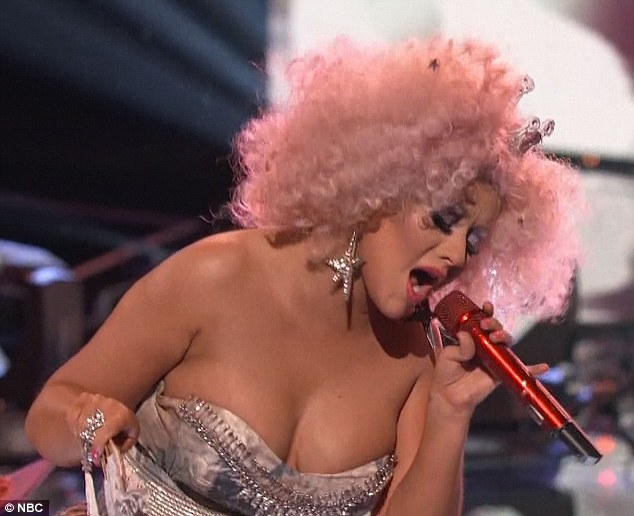 Christina Aguilera's Afro Was A Whole Pile Of Pink Awesomeness