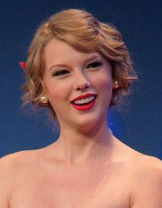 Taylor Swift Apple Strike Deal For 1989 Concert Video