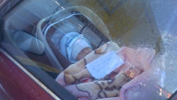 baby left with note:  Mom Leaves baby Car, Goes Sbopping