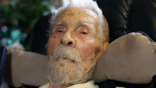 Alexander Imich, the world's oldest living man, died on June 8, 2014. (Mike Segar/Reuters)