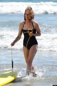 helen hunt rocks beach body at age 51