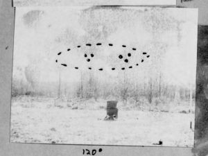 A sketch from Project Blue Book case 2853 shows an unidentified flying object reported at Toms River, N.J., on Nov. 1, 1945. Nearly 130,000 pages of declassified UFO records were put online by UFO enthusiast John Greenewald, who spent nearly two decades filing Freedom of Information Act requests for government UFO files. (Photo: U.S. Air Force via theblackvault.com)