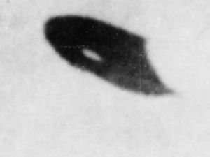 A photograph from Project Blue Book case 24-185-19-7X shows an object over Phoenix in June 1947. (Photo: U.S. Air Force via theblackvault.com)
