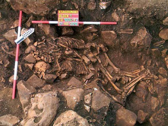 5,800 couple in embrace: Remains of Young Couple  Found (PHOTO)