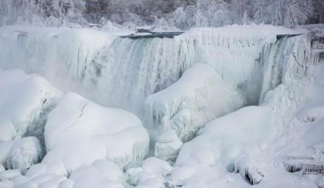 Niagara Falls Frozen:  Niagara Falls Partially Freezes Again
