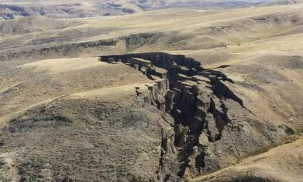 The Wyoming crack: Giant crack opens up in Wyoming (PHOTO)