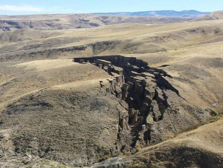 The Wyoming crack was estimated to be more than 700 yards long. Pic: SNS Outfitters