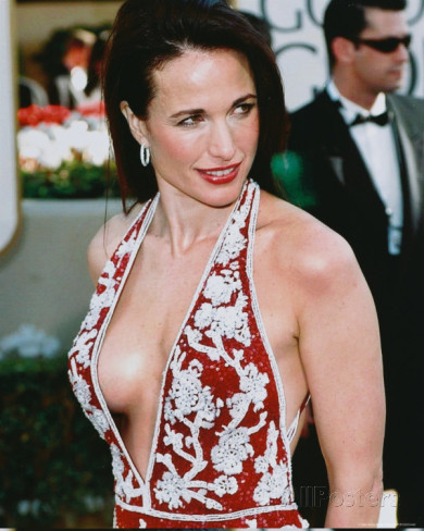 "Andie MacDowell Tweeted: ""HELP I paid for first class & they put me in tourist"""