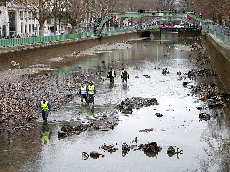 canal saint martin drained