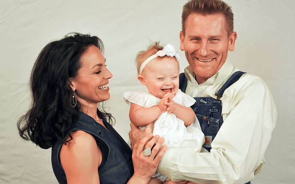 Joey Feek Cancer Update: Singers Continues To Battle Cancer (PHOTO)