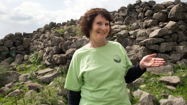 Hiker finds Galilee coin 1