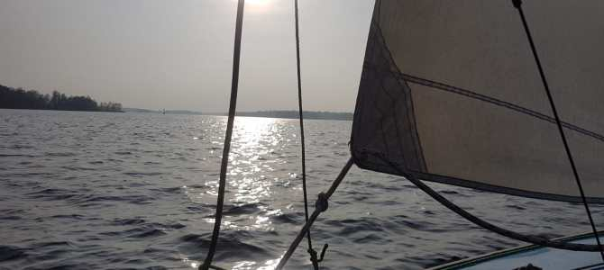 Fünf Bootsmänner