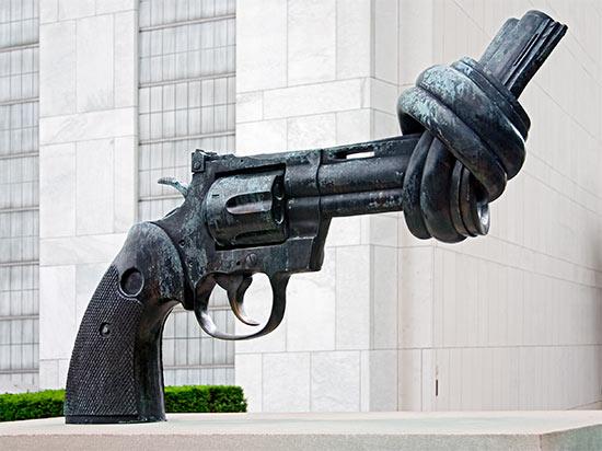 un gun sculpture