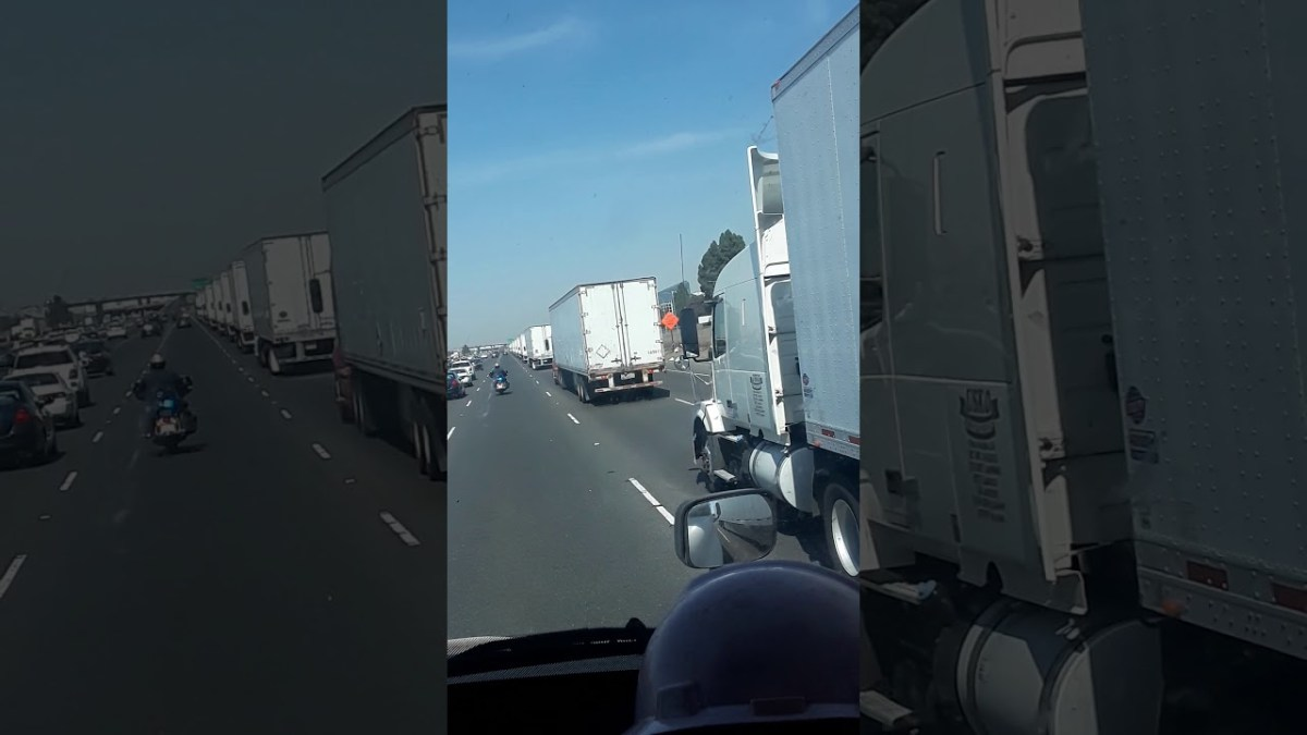 Massive convoy of 'unmarked big rigs' escorted by police, driver 'looked Russian': SHOCK FOOTAGE