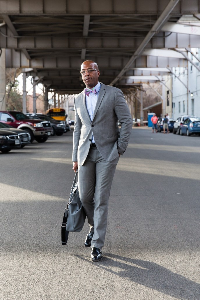 DCFashion fool spring in the street in gray suit