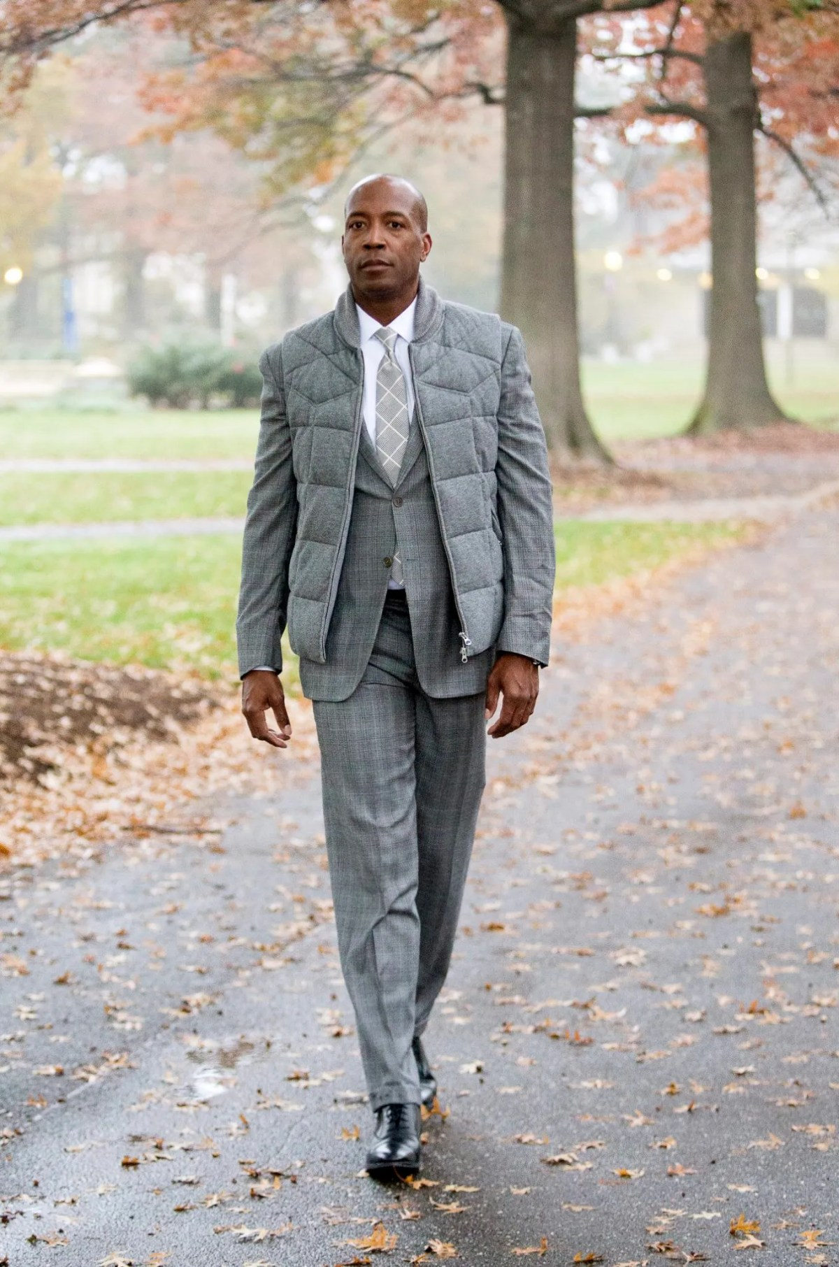 shoes to wear with a gray suit - light gray and lace ups