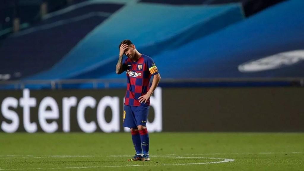 Messi cabisbaixo após goleada por 8 a 2 para o Bayern de Munique