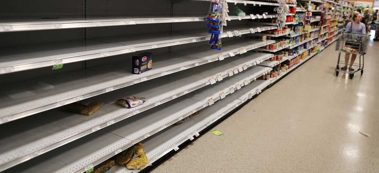 prateleiras de mercado vazia em períodos de inflação