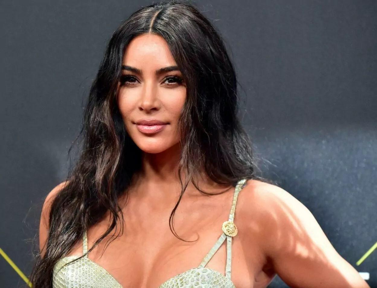 "Kim Kardashian dá festa ""humilde"""