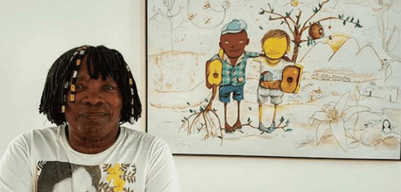 O cantor Milton Nascimento posa com obra da dupla Os Gêmeos criada para estampar suas turnê Clube da Esquina