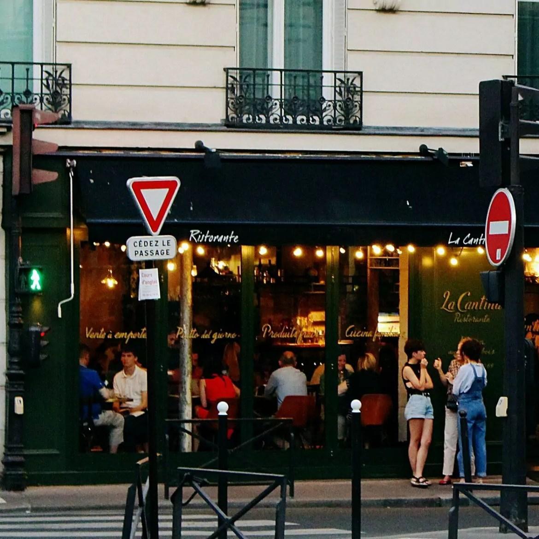 Paris fecha os bares