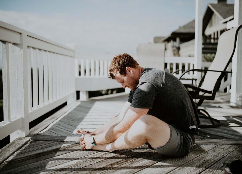 alongamento para aliviar dor nas costas
