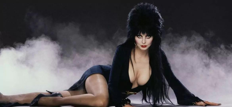 Imagem mostra a personagem Elvira