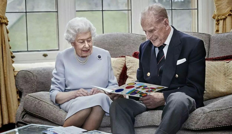 Rainha Elizabeth e Príncipe Philip comemoram