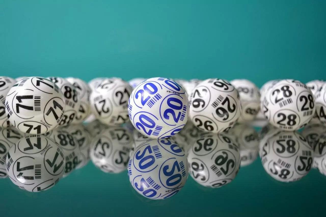 Dupla Sena de ontem - a imagem mostra diversas bolas numeradas