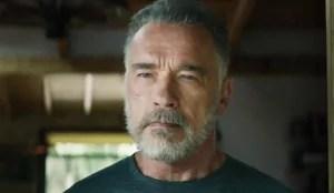 Foto do ator Arnold Schwarzenegger em matéria sobre pessoas pobres que ficaram ricas