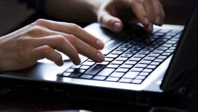 Photo of مركز التطوير الرقمي يساعدك على تحديد إذا كان شخص ما يستخدم حاسوبك سرًا