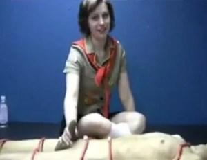 Garota novinha em uma massagem sexual