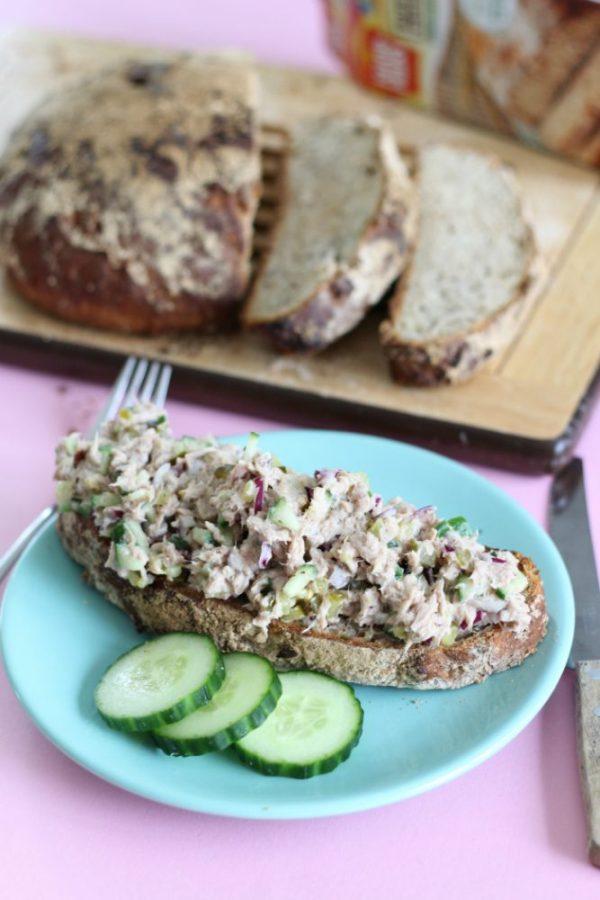 Tonijnsalade met stoer brood