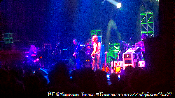 RT @Kinghouser: Furthur #Towertheater http://twitpic.com/4clt69