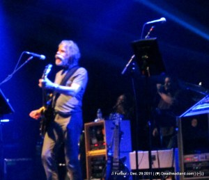Bob Weir, Sunshine Becker and Jeff Pehrson - Furthur Dec. 29 2011 (♥);} Deadheadland.com