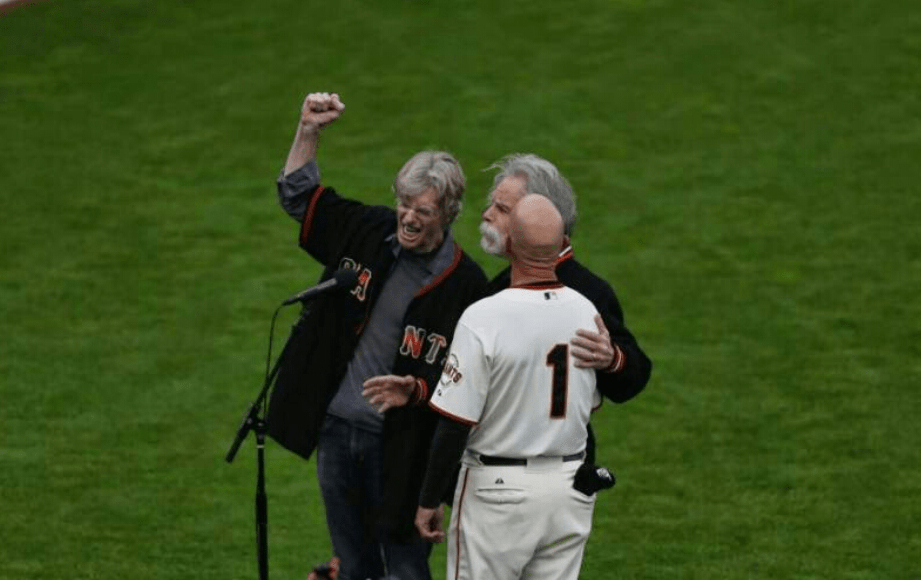 BETTER VIDEO! Bob Weir, Phil Lesh, Tim Flannery 3-0  – winning team sings Star Spangled Banner for @sfgiants win!