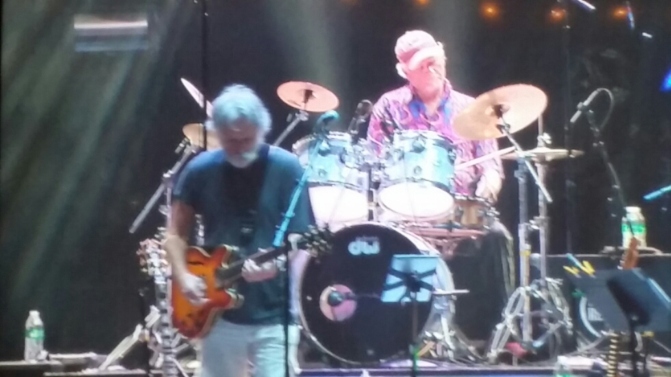 "Watch Billy & the Kids w/ Bob Weir – "" Wharf Rat"" live @ Lockn' 2015"