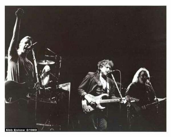 BACK IN THE DAZE DEPT: Bob Dylan plays guitar with the Grateful Dead, LA Forum, February 12 1989