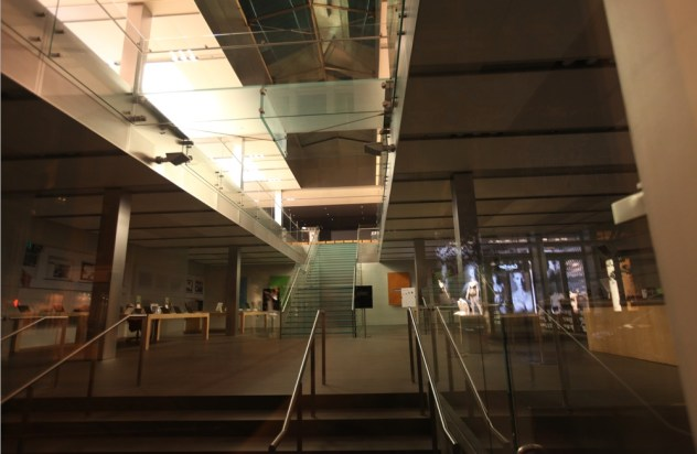 apple-store-reflections