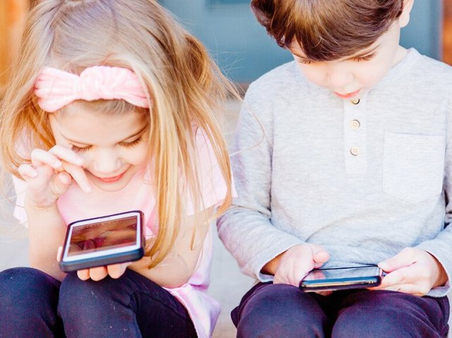 Two childrens text each other Stop Think Communication course