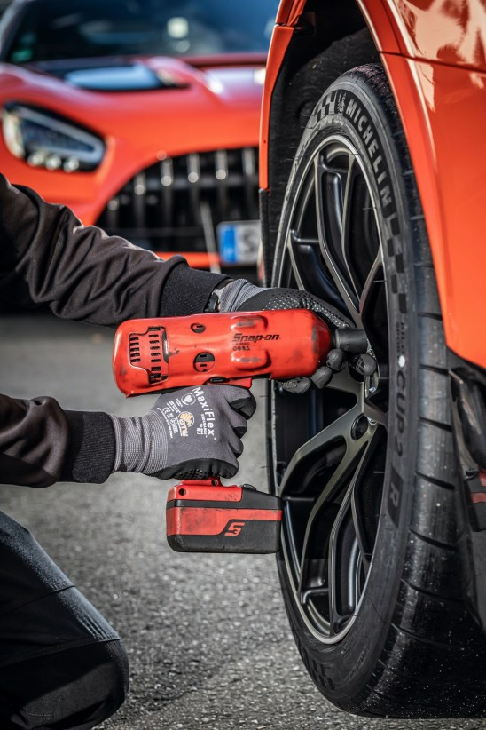 Mercedes-AMG GT Black Series (Kraftstoffverbrauch kombiniert: 12,8 l/100 km, CO2-Emissionen kombiniert: 292 g/km), 2020, Outdoor, Nürburgring Nordschleife, AMG magmabeam, MICHELIN Pilot Sport Cup 2 R MO, AMG Schmiederäder im 10-Speichen-Design Mercedes-AMG GT Black Series (combined fuel consumption: 12,8 l/100 km, combined CO2 emissions: 292 g/km), 2020, Outdoor, Nürburgring Nordschleife, AMG magmabeam, MICHELIN Pilot Sport Cup 2 R MO, AMG 10-spoke forged wheels