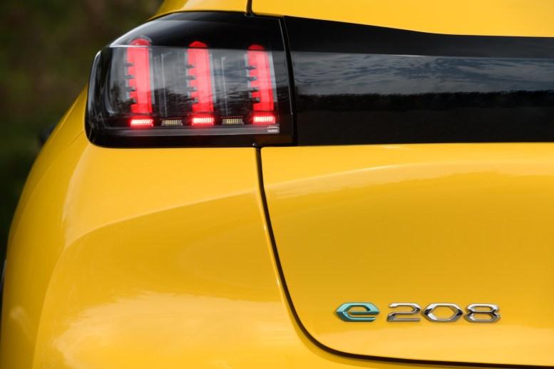 PEUGEOT e-208 GT: Exterior