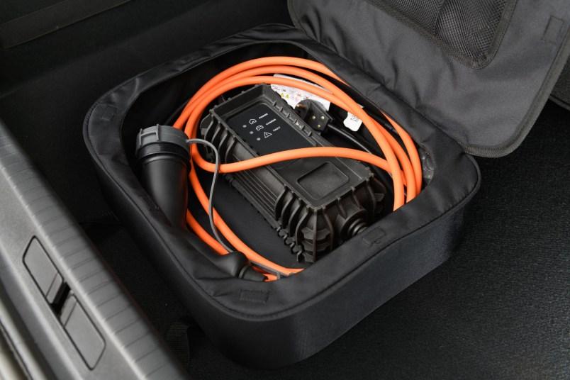 PEUGEOT e-208 GT: Interior