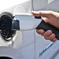 Riparazione delle auto elettriche: una nuova sfida per i dealer